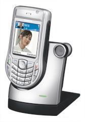 Nokia 6630 in der docking station von siemens die das u15 von motorola