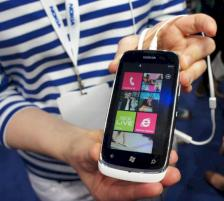Nokia Lumia 610 mit Windows Phone auf dem Mobile World Congress