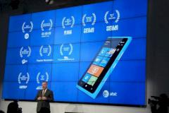 Nokia-Chef Stephen Elop bei der Pr�sentation des Lumia 900 in Barcelona