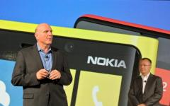 Steve Ballmer stellt Windows Phone 8 vor.