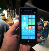 Das Windows Phone HTC 8X bei der Pr�sentation in M�nchen.