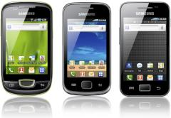 Android-Smartphones Samsung Galaxy mini, Galaxy Gio und Galaxy Ace (von links)