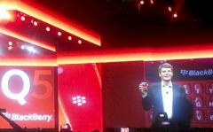 Thorsten Heins mit Blackberry Q5