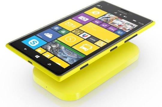 Nokia Lumia 1520 mit Ladestation