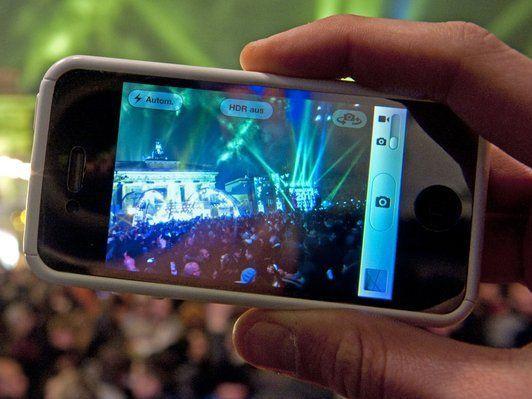 SMS, WhatsApp & Co an Silvester: So bereiten sich die Netzbetreiber ...