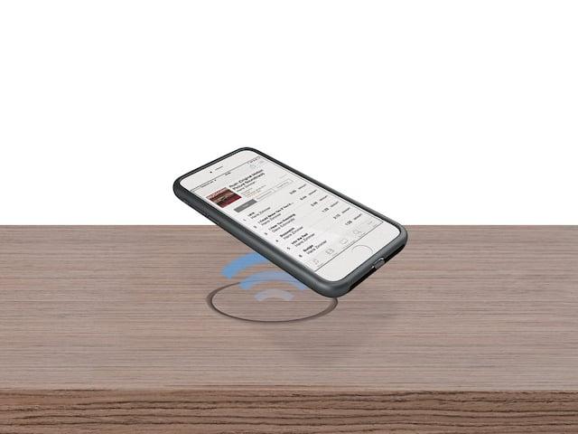 smartphone kabellos laden auf speziellem beistelltisch news. Black Bedroom Furniture Sets. Home Design Ideas