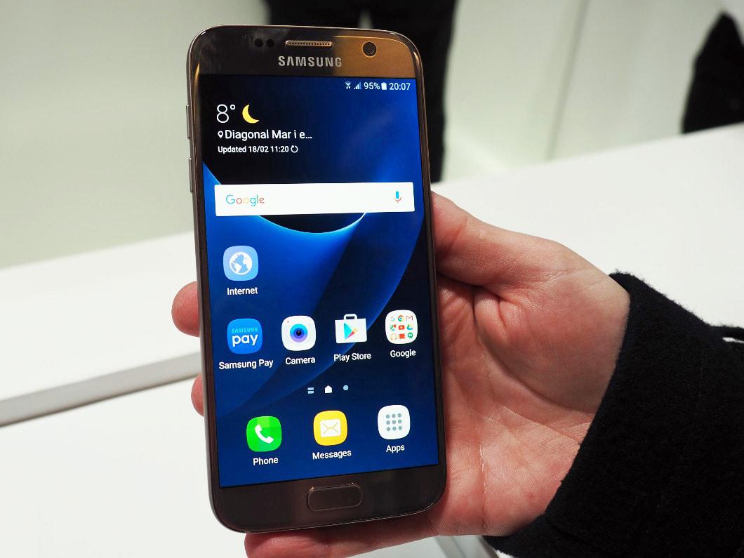 1. Smart Switch: Daten vom alten Smartphone aufs Galaxy S7 übertragen