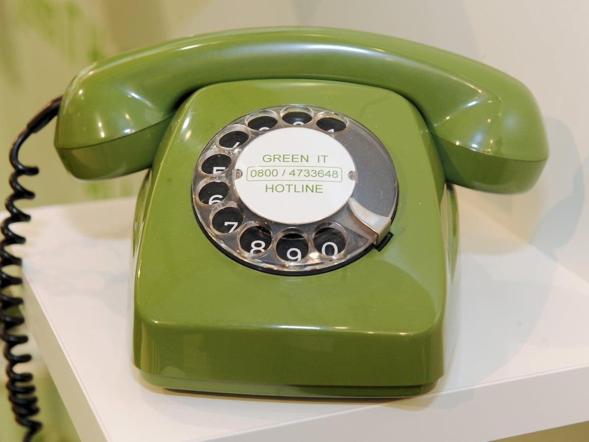 Suche Zwischen Einem Telefon Mit Wählscheibe