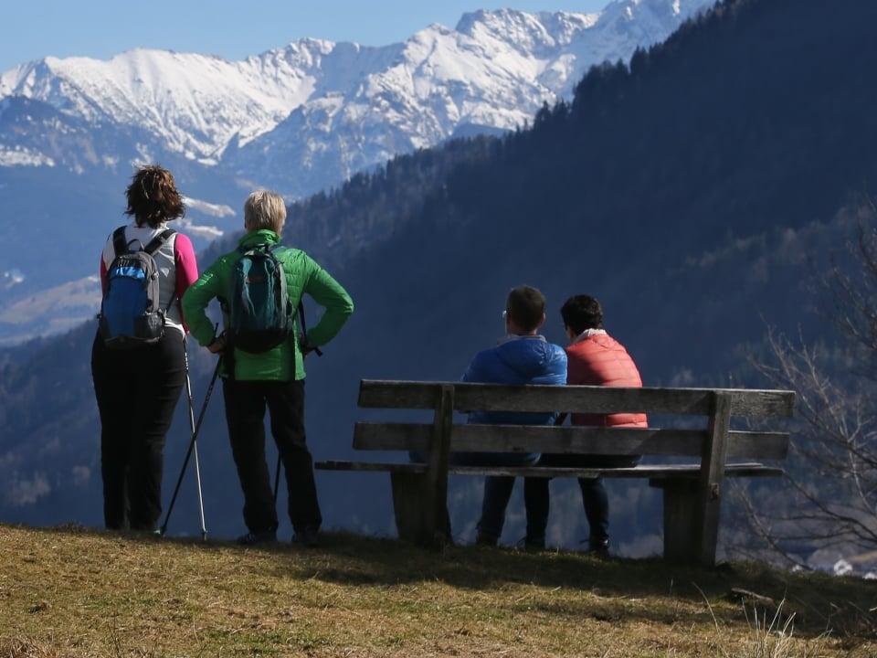 Wandern trekking bergsteigen: diese gadgets sollten nicht fehlen