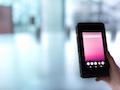 Das Prototyp 5G-Smartphone mit Qualcomm-Chipsatz ist noch etwas unhandlich, aber voll funktionsfähig.