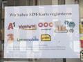 Auch wenn die Grammatik nicht immer stimmt: Handyshops sind eine gute Anlaufstelle für die Registrierung