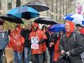 Stehen die Mitarbeiter von T-Mobile US oder Sprint nach der Fusion im Regen? Sie fürchten um den Verlust von bis zu 30 000 Arbeitsplätzen