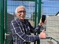 Ortsbürgermeister Ulrich Schneider freut sich in Vielbach (Westerwald) über den neuen LTE-Mobilfunkmast der Telekom, der in Rekordzeit gebaut und eingeschaltet wurde.