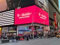 Der T-Mobile Store am Times Square in New York. Der Anbieter will nun auf Platz 1 vordringen.