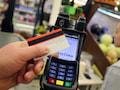 Laut einer Bitkom-Studie zahlen Verbraucher in der Corona-Krise lieber kontaktlos