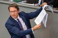 Bürger wollen schnelles Internet, kriegen es aber nicht. Minister Scheuer darf die nicht fördern.