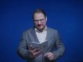 Der Qualcomm-Präsident mit dem Microsoft Surface Duo