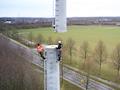 So langsam kommt der Netzausbau in Nordrhein-Westfalen voran - das Bild zeigt die Montage eines Mobilfunkmastes von Vodafone.