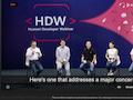 In chinesischer Sprache, mit elektronischer Musik im Hintergrund und englischen Untertiteln wurde die Veranstaltung gestreamt.