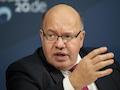 Bundeswirtschaftsminister Peter Altmaier (CDU) sperrt sich gegen die Verkürzung der Mindestlaufzeit von Verträgen. Die SPD kritisiert das.