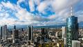 Der Frankfurter Main-Tower (Rechts außen) wurde jetzt mit 4G und 5G Indoorversorgung ausgerüstet.