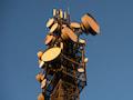 Ein Mobilfunkmast mit Richtfunkstrecken von Vodafone. 3G wird bei Telekom und Vodafone am 30.Juni abgestellt, bei o2 kurz darauf