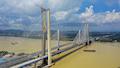 Eisenbahnbrücke (1110m Spannweite) über den Xijiang in der südchinesischen Provinz Guangdong.