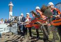 So gefällt sich der Minister (zweiter von rechts). Hier beim Spatenstich für den Breitbandausbau in Timmendorfer Strand (Ostsee).