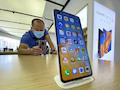 """Beim Namen Huawei sehen viele Politiker """"rot"""", weil sie eine Spionage aus China befürchten oder nur weil sie sauer sind, dass Technik aus China oft besser und günstiger ist."""