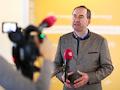 Der bayrische Wirtschaftsminister Hubert Aiwanger freut sich, dass endlich weitere Funklöcher in Bayern gestopft werden.